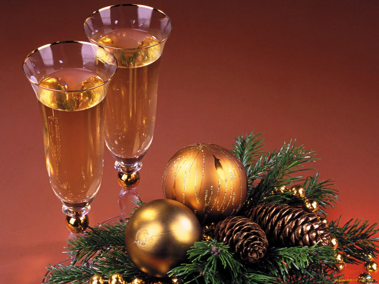 вот готов, новогодние поздравления за столом новогодних открыток дарит